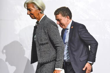 The government recognized that the economy will fall 1% this year and asked the IMF for another US $ 3 billion, as envisaged in the agreement.