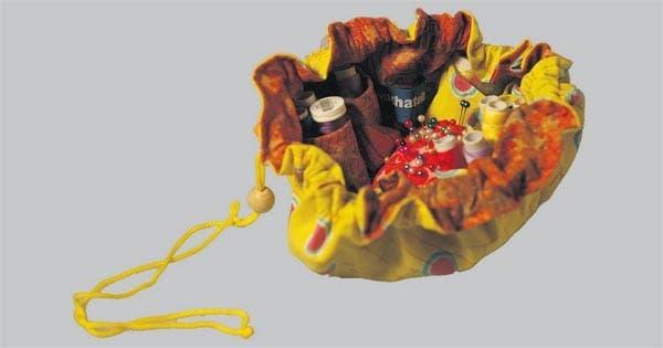 Costurero de tela con accesorios (Muchatela, $ 75).