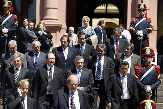 Gran cantidad de políticos se acercaron a dar las condolencias. Foto: LA NACION / Rodrigo Néspolo