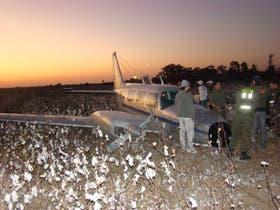 Una avioneta con droga cayó a tierra el año pasado en el Litoral; los vuelos ilegales son una de las vías usadas por los narcos para el tráfico