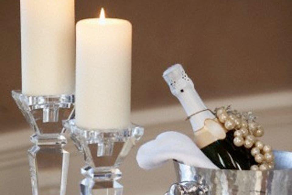 En el caso de querer utilizar algún adorno de mesa, lo más indicado son las flores y las velas. Foto:Archivo /Corbis