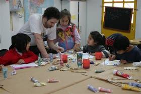 En el comedor María de San Nicolás, los chicos participan en un taller