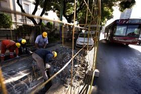 Ya empezaron los trabajos preliminares para instalar isletas destinadas a usuarios de transporte público