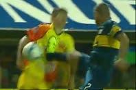 """El Cata Díaz pegó una patada """"karateka"""" dentro del área y el árbitro no cobró penal"""