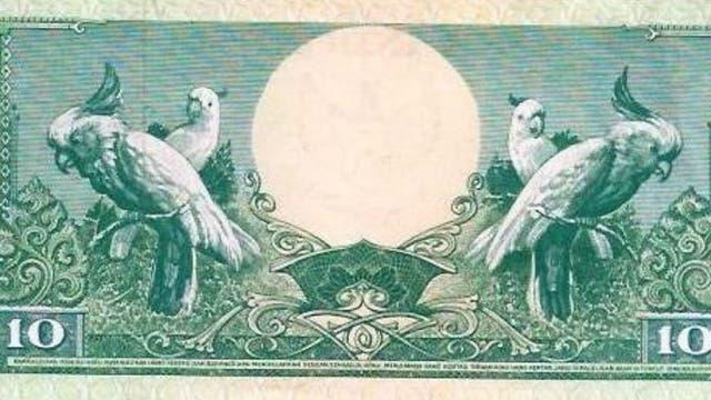 Loros en el diseño del billete de 10 rupias, en Indonesia