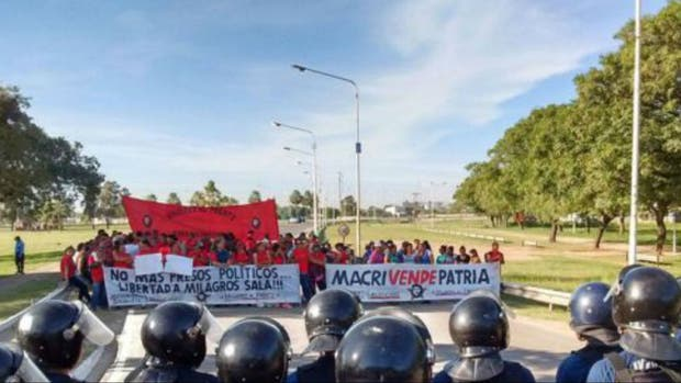 Una protesta pretendía bloquear esta mañana la llegada de Macri a Chaco