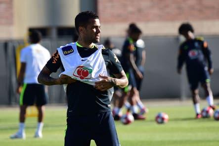 El brasileño Dani Alves confirmó que seguirá su carrera en Juventus