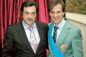 El vicecanciller de Chile, Christian Barros, y el embajador Jorge Félix Arrate condecoraron anteayer al vicecanciller Martín Redrado con la Orden al Mérito de Chile en Grado de Gran Cruz