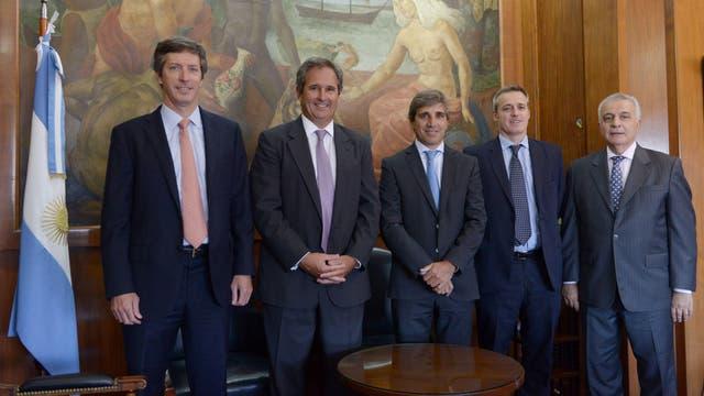 Macri le tomó juramento a Nicolás Dujovne y a Luis Caputo
