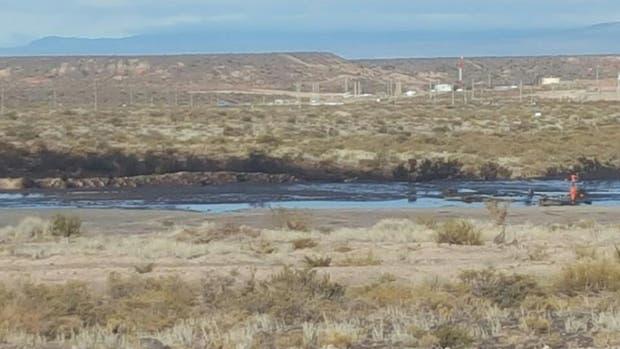 Los pobladores del lugar aseguran que ya se contaminó parte de un cauce de agua, la flora del lugar y con el temor de que impacte también en la fauna autóctona