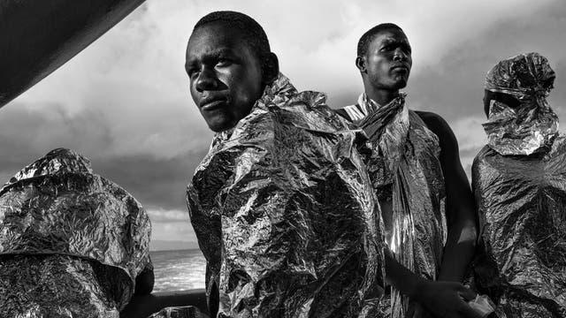 Sin título. Para la agencia Noor, Francesco Zizola capturó esta imagen de refugiados rescatados en las aguas de Sicilia (Italia), con la que obtuvo el segundo premio en Temas contemporáneos