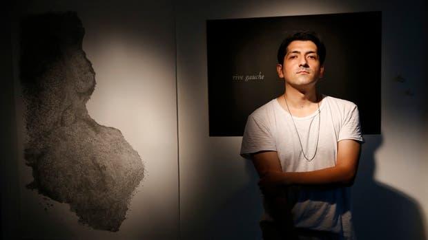 GUSTAVO NIETO, 40 años, Tucumán'No hablamos el mismo idioma, pero trabajando en el mismo espacio sentí que algo nos unía. Hay algo muy familiar en la manera de producir arte contemporáneo... Entrás en otro tiempo'