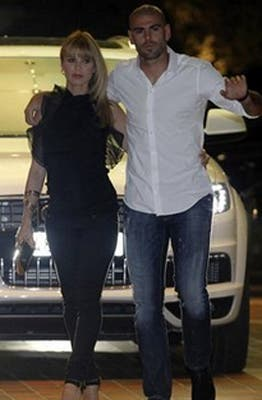 Valdés, acompañado.  /Mundo Deportivo