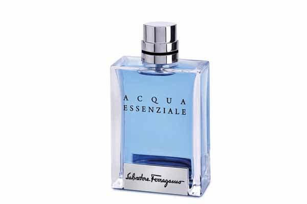 Acqua Essenziale de Salvatore Ferragamo 100ml ($ 546), un perfume que celebra la esencia real de un hombre. Foto: Selecta Com