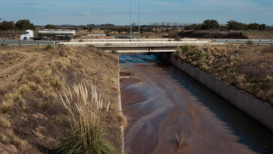 En 2005 causó destrozos y cortó las rutas nacionales 7 y 8 (claves en la comunicación del Mercosur) y anegó unas 220.000 hectáreas, con viviendas que cedieron, cosechas perdidas y animales muertos. Foto: LA NACION / Diego Lima