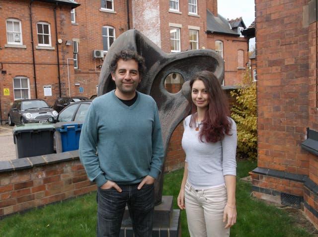 El investigador argentino Rodrigo Quian Quiroga y la italiana Emanuela De Falco, de la Universidad de Leicester