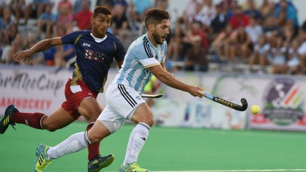 Agustín Mazzilli encabeza uno de los tantos ataques argentinos ante Estados Unidos