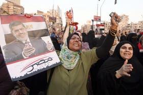 Las protestas continúan en El Cairo pese a la fuerte represión