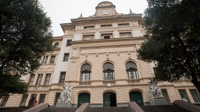 Instituto Bernasconi. Tardó ocho años en ser construido y se inauguró en 1929, en Cátulo Castillo 2750, Parque Patricios. Fue declarado monumento histórico nacional en 2009