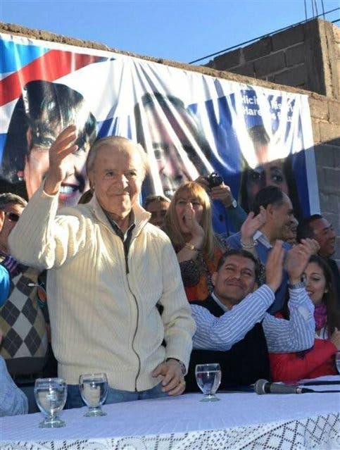 Carlos Menem, el 3 de agosto último, en un acto en La Rioja; iba a ser candidato con 87 años