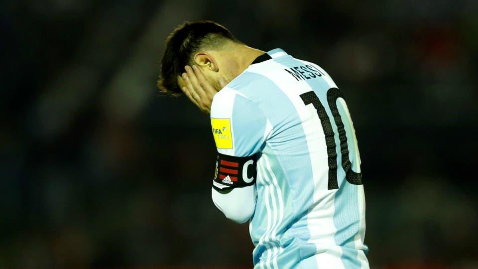 Messi y su lamento: al 10 le faltaron socios en las corridas y las apiladas rumbo al área. Foto: Reuters / Miguel Rojo