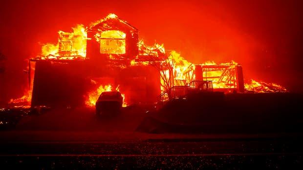 Arrasador incendio en california