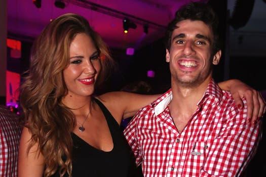 El español Javi Martínez, con su novia María Imizcoz.