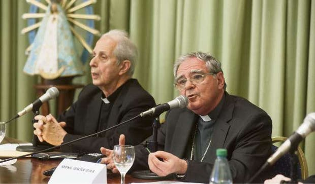 El arzobispo de Buenos Aires, Mario Poli, y Oscar Ojea, flamante titular del Episcopado