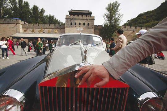 ¿Lujo asiático? Primer plano de un Rolls-Royce durante la celebración de un carrera internacional de autos clásicos en Pekín. Foto: Shutterstock