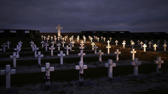 Cementerio de Darwin donde se encuentran sepultados los soldados argentinos que participaron del conflicto bélico con Gran Bretaña. Foto: LA NACION / Mauro V. Rizzi
