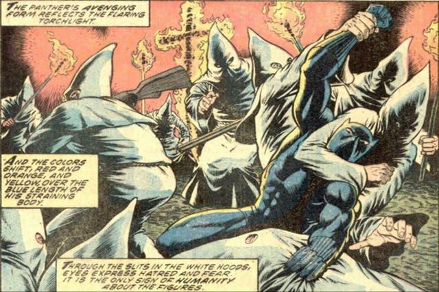 Pantera negra luchando contra el Ku Klux Klan, en una de las etapas de mayor contenido político y social dentro de la serie.