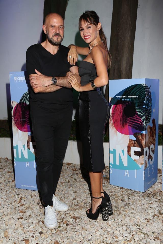Fabian Zitta y Pampita con una de sus creaciones