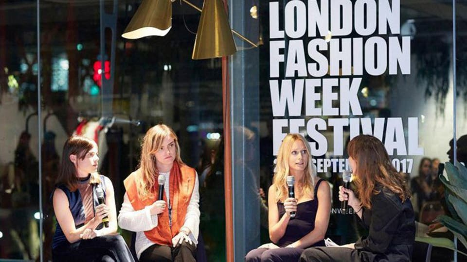 Como parte de la agenda de actividades, London Fashion Week organizó charlas sobre lujo.