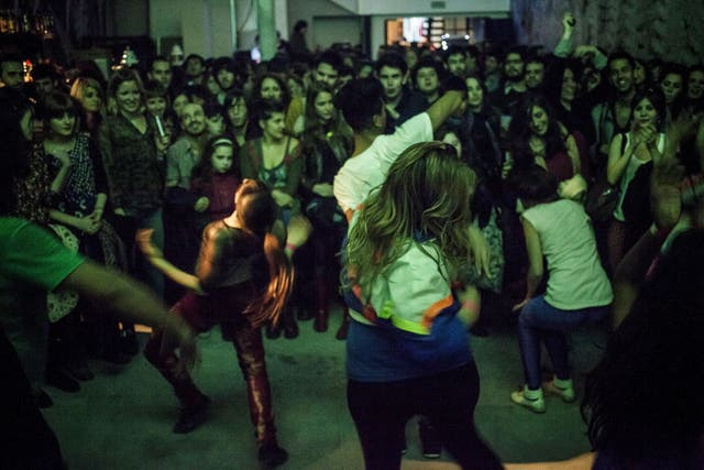 Show de Big Mama Laboratorio, el proyecto musical que une danza urbana y folclórica.