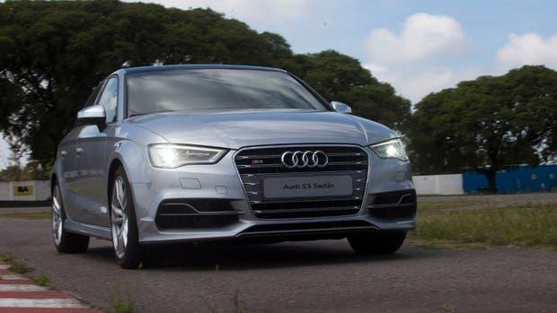 Una vista del Audi S3. La automotriz alemana planea implementar paneles solares para proveer de energía a los sistemas eléctricos del vehículo