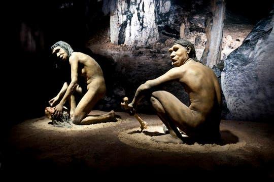 Reproducción de hombres de cromagnon en Tecnópolis. Foto: LA NACION / Matias Aimar