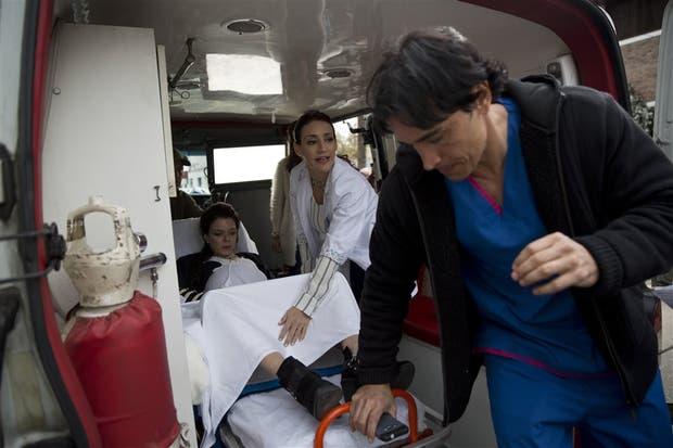 """El """"Toro"""" Farías y la Dra. Marcela Ríos atienden un parto de urgencia"""