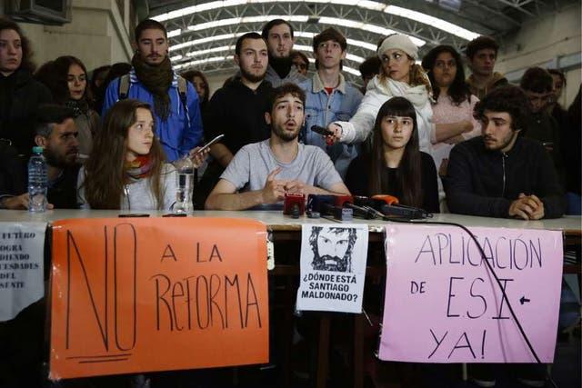 Los estudiantes, ayer, en una conferencia de prensa, volvieron a rechazar la reforma educativa