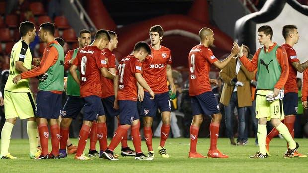 Ezequiel Barco (27), una de las revelaciones de Independiente; a la derecha (13), el arquero Rehak, otra pieza de las inferores