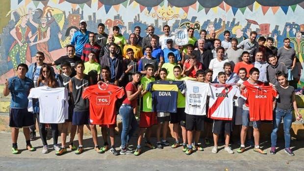 Rivales, no enemigos. La campaña de los equipos grandes para la reinserción de jóvenes en la sociedad