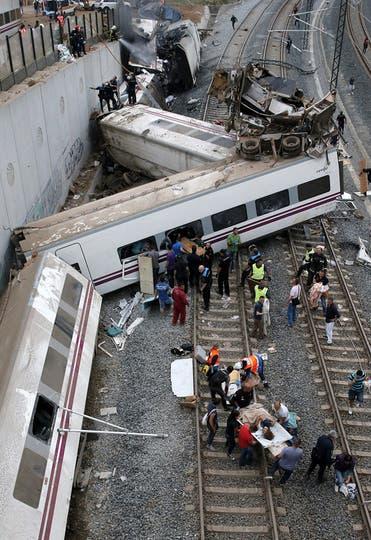 La formación viajaba de Madrid a Santiago y transportaba a 218 personas. Foto: EFE
