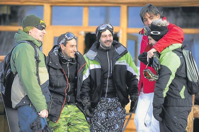 Guido Tonelli (segundo, izq.) dejó en Buenos Aires a su mujer, embarazada de ocho meses, para cumplir con el ritual de la montaña