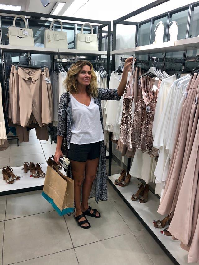 Guadalupe Sáenz Buruaga destaca la variedad de prendas que encuentra en las tiendas brasileras