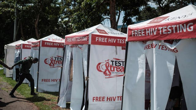 Laboratorios móviles para realizar gratuitamente el test del virus, en Nairobi, Kenia
