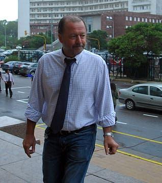 El cineasta y ex piloto de LAPA, Enrique Piñeyro, llega a los tribunales de Comodoro Py para conocer la sentencia. Foto: DyN