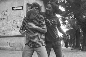"""Gente joven con problemática cotidiana y paisaje de barrio montevideano en """"25 watts"""""""