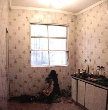 La cocina, antes de los arreglos, era un espacio oscuro y triste. Foto: LA NACION LINE
