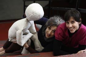 Daniela Fiorentino e Inés Armas, clown, titiritera y bailarina, en un llamativo cruce escénico