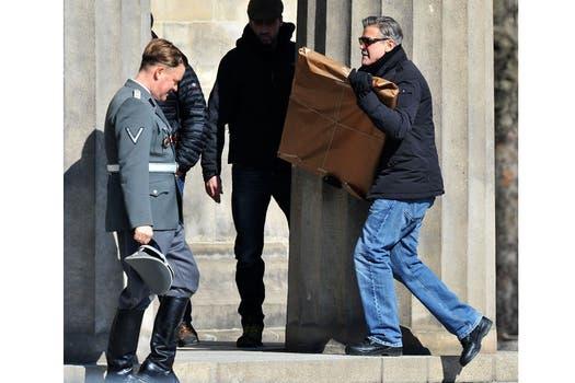 George Clooney en el set de filmación de su nuevo film Monuments Men, en Berlín; allí dirige y actúa. Foto: AP