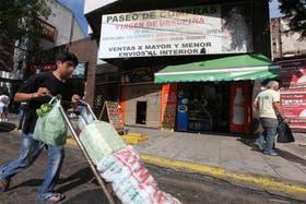 En Jujuy 45, la fiscalía clausuró un local e investiga si sus proveedores son de La Salada